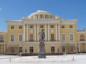 Pavlovsk. Big palace and monument to emperor Pavel I — Stock Photo