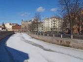 St. Petersburg. Karpovka River Embankment in the spring — Stock Photo