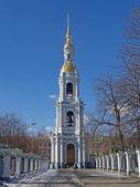 圣彼得斯堡。皲裂的 belltower 海大教堂 — 图库照片