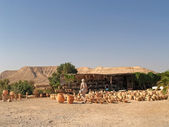 Israel. Sale of pottery in the Judaic desert — Stock Photo