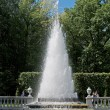 Peterhof. The Pyramid fountain in Nizhny park — Stock Photo