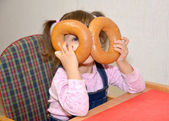 The little girl plays about during food — Stock Photo