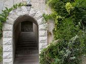 Crimea, Livadiya. Ladder under an arch — Stock Photo