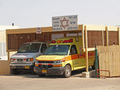 """Israel. Cars """"Emergency medical services"""" stand under a canopy — Stock Photo"""