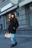 Uśmiechający się moda na ulicy — Zdjęcie stockowe