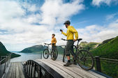 Two cyclists relax biking — Stock Photo