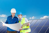 Engineers installing solar panels — Stock Photo