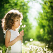 Kid with dandelions — Foto de Stock