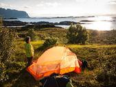 在挪威的海边附近宿营 — 图库照片