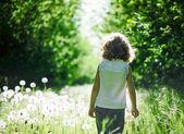 Kid having fun outdoors — Stock Photo
