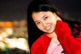 Asyalı kadın saçlarını rötuş — Stok fotoğraf