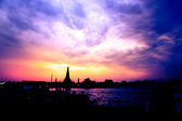 Panoráma města bangkoku chrám wat arun v soumraku — Stock fotografie