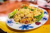 Жареный рис с креветками — Стоковое фото