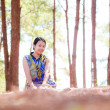 Thai woman sit and smile in park — Stock Photo