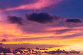 Twilight saat içinde renkli gökyüzü — Stok fotoğraf