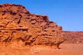 Eine ungewöhnliche felsformationen in wadi rum wüste — Stockfoto