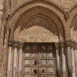 Close up of main entrance to the Church of the Holy Sepulchre - Stockfoto