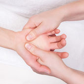 Qualified therapist doing therapeutic palm massage — Stock Photo