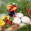 Traditional christmas mulled wine with homemade cupcakes — Stock Photo