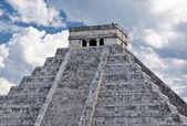 Kukulkan pyramid in Chichen Itza — Stock Photo