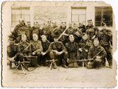 Sovjetunionen - circa 1940-talet: vintage foto av oidentifierade soldater i uniform av den sovjetiska armén. — Stockfoto