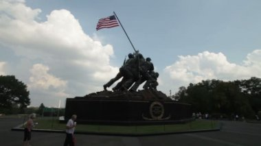 The statue honors the Marines US — Stock Video