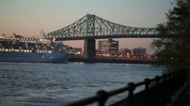 Jacques cartier bridge. — Stockvideo