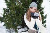 Flicka i snön — Stockfoto
