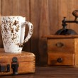 Latte coffee cup with Nostalgic coffee grinder on background — Stock Photo