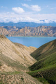 Toktogul highland mountain lake in Kyrgyzstan — Stock Photo