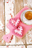 Red heart cookies and espresso — Stock Photo