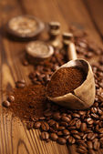 Grated coffee in spoon — Stock Photo