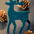 Christmas decorations: reindeer figure and golden cones, closeup — Stock Photo