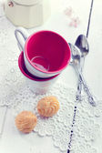 Espresso coffee cups, italian mocha and small biscuits, morning — Stock Photo