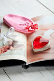 Baby's photobook and a footprint keepsake — ストック写真