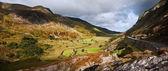 вид с ogwen вдоль долины nant ffrancon в snowdonia национальной — Стоковое фото