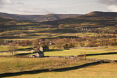 Landscape from Askrigg to Pen-y-Ghent in Yorkshire Dales Nationa — Stock Photo