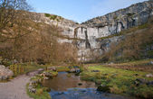 Malham beck et malham cove dans l'yorkshire dales national park — Photo