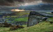 Sunbeams over Big Moor in Peak District National Park in Autumn — ストック写真