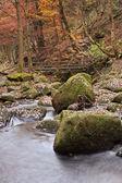 Footbridge over Burbage Brook in Padley Gorge in Peak District — Stock Photo