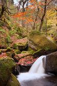 Dettaglio della piccola cascata in dis picco di burbage ruscello paolo gola — Foto Stock