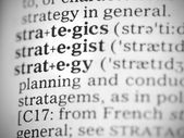Macro foto van het woordenboekdefinitie van strategie — Stockfoto