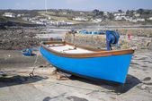 Harbour at low tide with fishing boats at Coverack England — Stock Photo