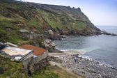 Old fishing huts in landscape Cape Cornwall — Stock fotografie