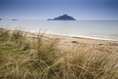 St Michael's Mount Bay Marazion landscape viewed through sand dunes Cornwall England — Stockfoto