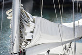 Close up image of sail and mast pulley systm on yacht sailboat — 图库照片