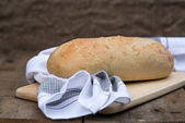 Zuurdesem brood in rustieke kitchend instelling — Stockfoto