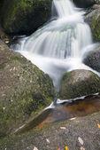 Paisaje de becky cae cascada en ing de parque nacional de dartmoor — Foto de Stock