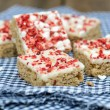 Strawberry and meringue topped flapjack on gingham cloth — Stock Photo