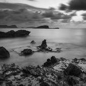 S で芳醇海風景に岩の多い海岸線日の出 — ストック写真